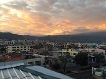 Coucher du soleil dans Ambato image libre de droits