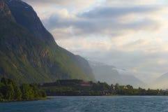 Coucher du soleil dans Andalsnes. La Norvège. Images stock