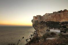 Coucher du soleil dans Bonifacio Image stock