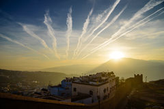 Coucher du soleil dans Chefchaouen, la ville bleue au Maroc Photo stock