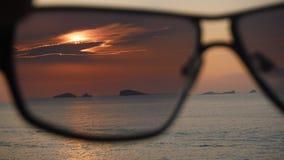 Coucher du soleil dans des lunettes de soleil Photo libre de droits