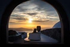 Coucher du soleil dans Imerovigli, Santorini, Grèce photos stock