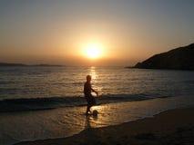Coucher du soleil dans Kamari photo stock