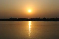 Coucher du soleil dans Kolkata, Inde Images stock