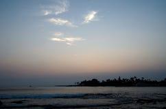 Coucher du soleil dans la baie de Kailua, Kona, grande île, Hawaï Images stock