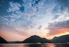 Coucher du soleil dans la baie de Kotor, Monténégro Photographie stock libre de droits