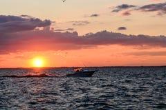 Coucher du soleil dans la baie de Sandusky sur le lac Érié Photographie stock libre de droits