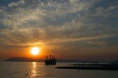 Coucher du soleil dans la baie Tsemess Photos stock