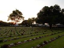 Coucher du soleil dans la deuxième guerre mondiale de cimetière images stock