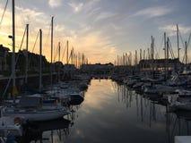 Coucher du soleil dans la marina de Deuville Photo libre de droits