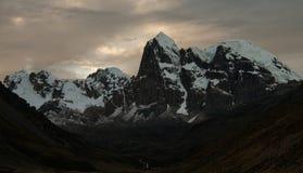 Coucher du soleil dans la montagne Images libres de droits