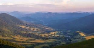 Coucher du soleil dans la vallée Photographie stock libre de droits