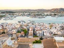 Coucher du soleil dans la ville d'Ibiza Image stock