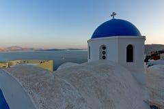 Coucher du soleil dans la ville d'Oia, Santorini, Tira Island, Cyclades Images libres de droits