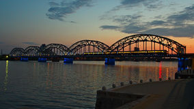Coucher du soleil dans la ville de Riga Photos libres de droits