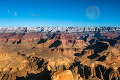 Coucher du soleil dans le canyon grand Image libre de droits
