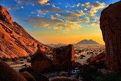 Coucher du soleil dans le désert Images stock