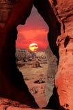 Coucher du soleil dans le désert en pierre Images stock