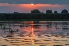 Coucher du soleil dans le delta de Danube Image libre de droits