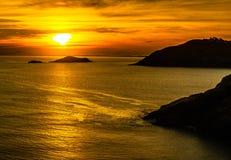 Coucher du soleil dans le frio de cabo, au nord de Rio de Janeiro image stock