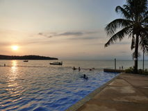 Coucher du soleil dans le golfe de Thaïlande photos stock