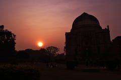 Coucher du soleil dans le jardin Delhi de Lodhi photos libres de droits