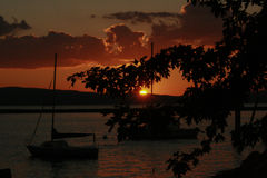 Coucher du soleil dans le lac Champlain photographie stock libre de droits