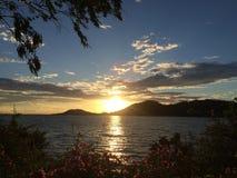 Coucher du soleil dans le lac Songkhla Photographie stock libre de droits