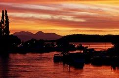 Coucher du soleil dans le lac Taupo photos libres de droits
