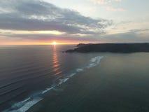 Coucher du soleil dans le lombok de plage de kuta photographie stock