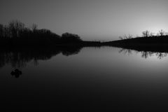 Coucher du soleil dans le monochrome Photographie stock libre de droits