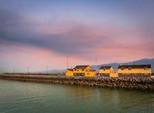 Coucher du soleil dans le port, Irlande images libres de droits