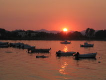 Coucher du soleil dans le village de Kerkira Photo stock