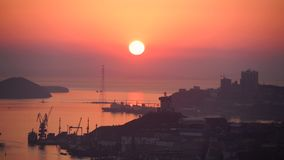 Coucher du soleil dans le Vladivostokcity banque de vidéos