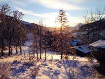 Coucher du soleil dans les Alpes français image libre de droits