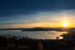 Coucher du soleil dans les montagnes photographie stock libre de droits