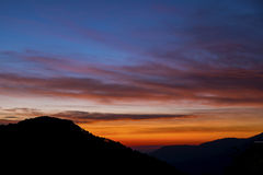 Coucher du soleil dans les montagnes Photo libre de droits