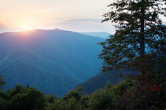 Coucher du soleil dans les montagnes Image libre de droits
