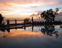 Coucher du soleil dans les tropiques images libres de droits