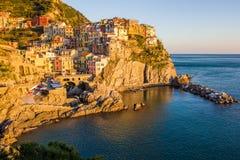 Coucher du soleil dans Manarola, Cinque Terre, Italie Photographie stock