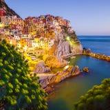 Coucher du soleil dans Manarola, Cinque Terre, Italie Images stock