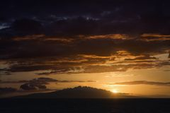 Coucher du soleil dans Maui, Hawaï. Photos libres de droits