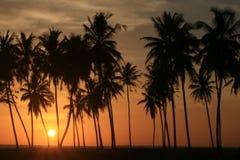 Coucher du soleil dans Meulaboh, Indonésie photos stock