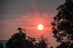 Coucher du soleil dans Pakse images libres de droits