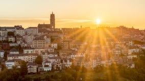 Coucher du soleil dans Rodez, France Photographie stock libre de droits