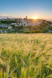 Coucher du soleil dans Rodez, France Photo libre de droits