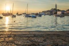 Coucher du soleil dans Rovigno photographie stock libre de droits