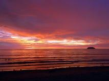Coucher du soleil dans Tanjung Aru Photos stock
