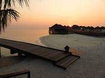 Coucher du soleil dans un lieu de villégiature luxueux photos libres de droits
