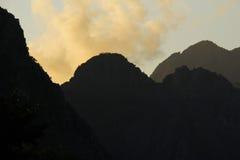 Coucher du soleil dans Vang Vieng Photographie stock